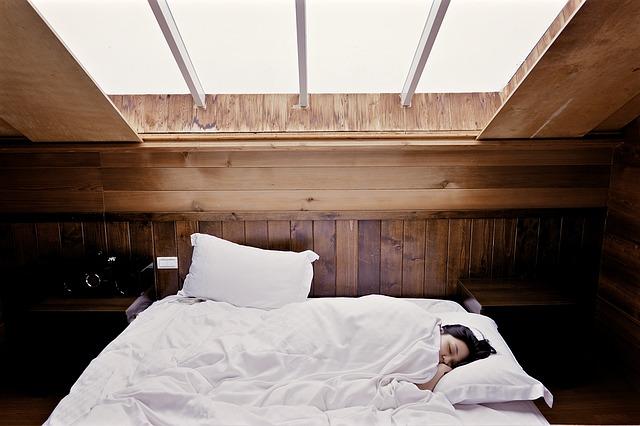 spánek v podkroví