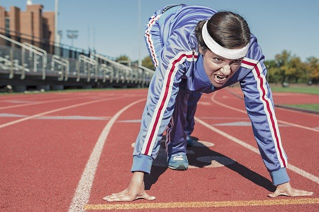 běžec se sportovní čelenkou